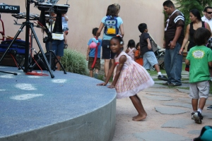 how cute is this little girl... looking at the performers. =D